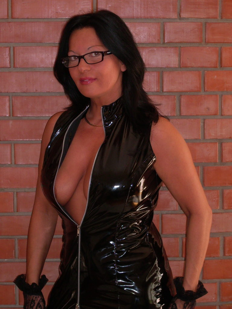 New mistress bought slaves on auction and brands them