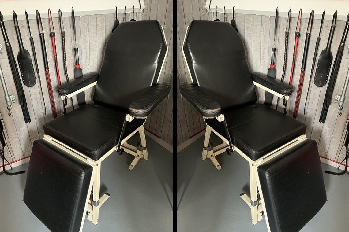 Te koop: BDSM behandelstoel