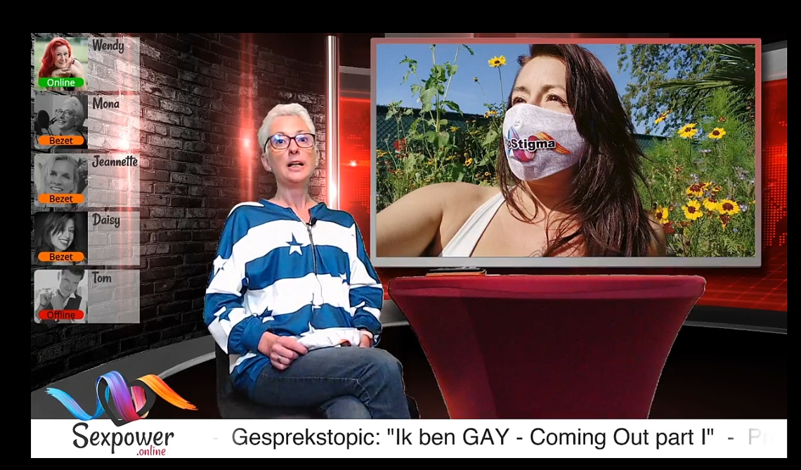 Mona, de host van SexPower Live