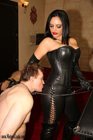 Ass-worship-Mistress-Ezada-Sinn