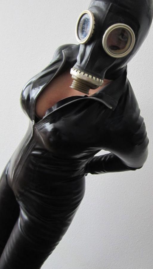 Rubberlady_Elvira-2